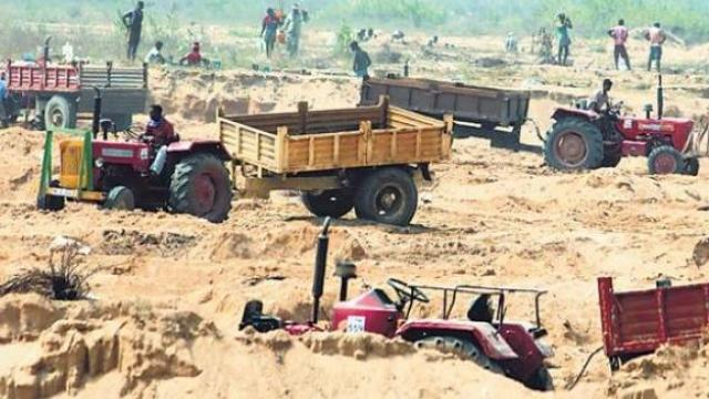 Terror-of-the-sand-mafia-in-madhyapradesh-IAS-threatens-to-kill-after-being-shot