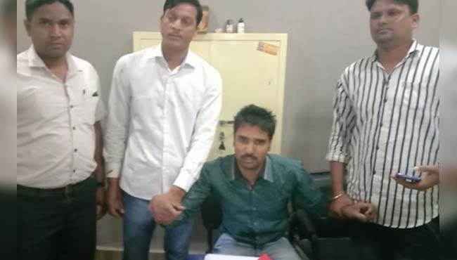 poicemen-caught-taking-bribe-in-ratlam