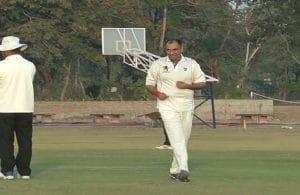 PHOTOS: कमलनाथ के मंत्री ने फेंकी बॉल, सिंधिया ने जमकर लगाए चौके-छक्के