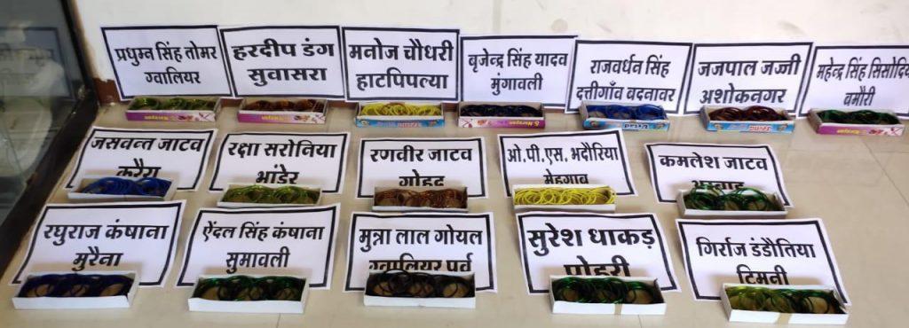 जानिये क्यों सिंधिया समेत 22 पूर्व विधायकों को चूड़ियां भेज रही कांग्रेस