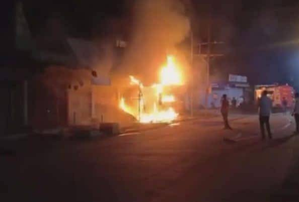 कपड़े की दुकान में लगी भीषण आग, लाखों का सामान जलकर हुआ खाक