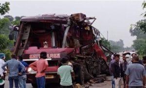 ACCIDENT: बस-ट्रक की जोरदार भिड़ंत, 7 मजदूरों की दर्दनाक मौत, वाहनों के उड़े परखच्चे
