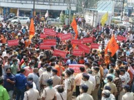 police lathicharge bhopal