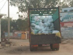 राजस्थान से मुरैना आया अवैध बाजरा के 2 ट्रक और 1 ट्रैक्टर ट्रॉली जब्त