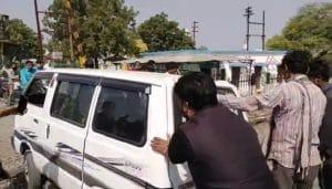इंदौर का ये डेंजर रेल्वे क्रॉसिंग दे रहा है हादसे को आमंत्रण, रेल्वे प्रबंधन की लापरवाही आई सामने