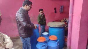 दूध का काला कारोबार करने वालों के घर छापेमार कार्रवाई, मिलावटी सामग्री जब्त