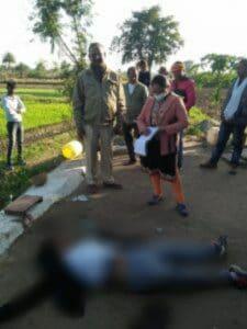 Murder : कुल्हाड़ी से उतारा गया युवक को मौत के घाट, आपसी विवाद बताई जा रही वजह