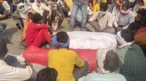 Betul Accident : तेज रफ्तार ट्रक ने 3 लोगों को कुचला, हुई मौत, नाराज ग्रामीणों ने किया चक्काजाम