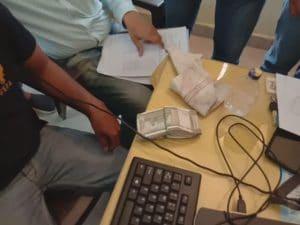 EOW की बड़ी कार्रवाई, 50,000 रुपये की रिश्वत लेते नगर निगम का अधिकारी और उसका सहायक गिरफ्तार