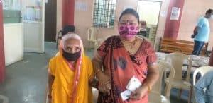 इंदौर के निगम मुख्यालय सहित 19 जोनलों पर वैक्सीनेशन शुरू, 80 साल की वृद्धा ने भी लगवाई वैक्सीन