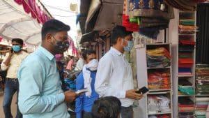 छतरपुर : शहर का हाल जानने साइकिल पर निकले सीएमओ, कोरोना के प्रति लोगों को किया जागरूक