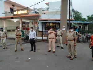 मोरवा में कलेक्टर व एसपी उतरे सड़कों पर, कोरोना नियमों का पालन नहीं करने वालों का काटा चालान