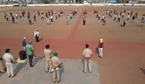 इंदौर : उल्लंघन करने वाले अब तक 2 हजार से ज्यादा गिरफ्तार, कही लगवाई गई मेंढक दौड़ तो कही कराई गई पीटी