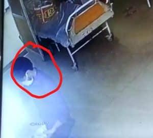दतिया : ट्रामा सेंटर से इंजेक्शन व दवाइयां चोरी करते पकड़ाया प्राइवेट हॉस्पिटल कर्मचारी, कैमरे में कैद हुई घटना