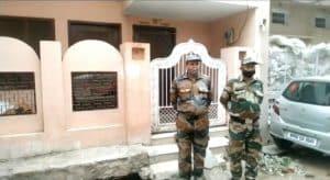 बकाया राशि वसूलने बिजली कंपनी अब बंदूक के सहारे! दरवाजे पर सुरक्षा सैनिक तैनात