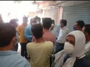 अनलॉक का तीसरा दिन: नियम तोड़ती दो मार्केट प्रशासन ने कराई बंद, तीन दुकानों पर कार्रवाई
