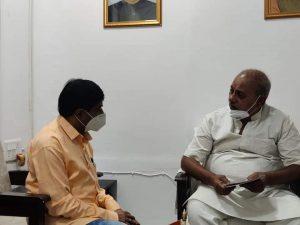 उपचुनाव से पहले पूर्व मंत्री की दिग्गजों से मुलाकात, सियासी पारा गर्म