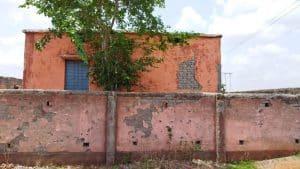 Khargone : स्कूल भवन में लापरवाही आई सामने, आगे कर दी पुताई, पीछे का हिस्सा खंडहर